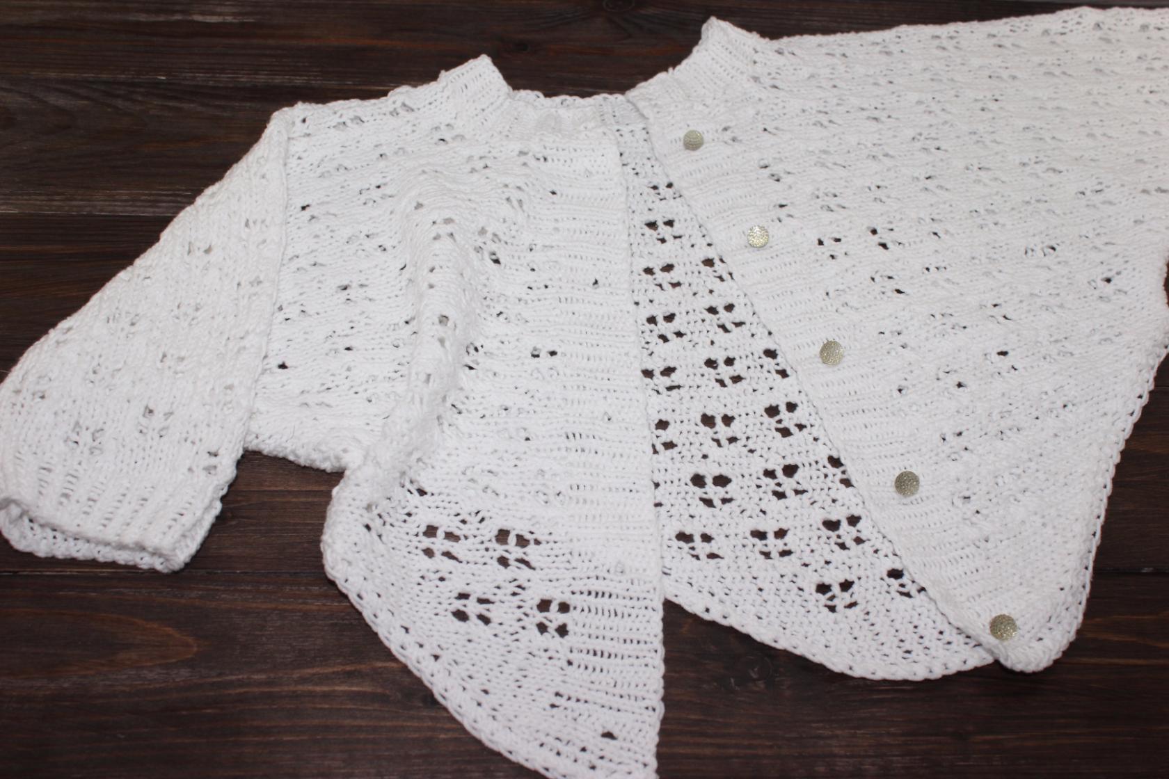 Ажурная кофта для девочки вязаная спицами — оригинальный фасон