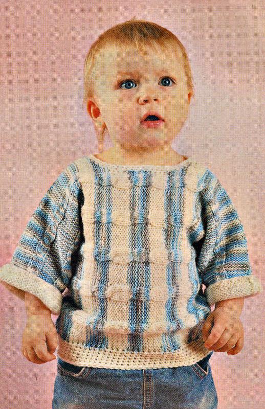 Вязаный спицами пуловер с поперечными косами для мальчика