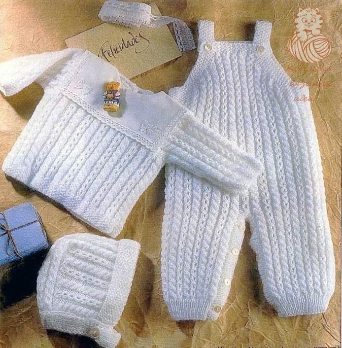 Красивый комплект для малыша спицами